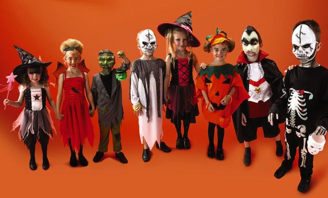 le-hoi-halloween-nhung-loai-mat-na-trang-phuc-halloween-hot5