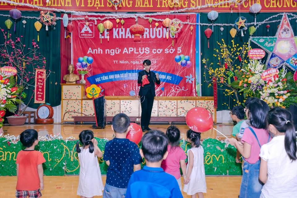Các bạn nhỏ cũng rất nhiệt thích thú với các tiết mục ảo thuật đã được A+ chuẩn bị sẵn để chào đón.